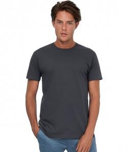 ragazzo con maglietta grigio scuro manica corta
